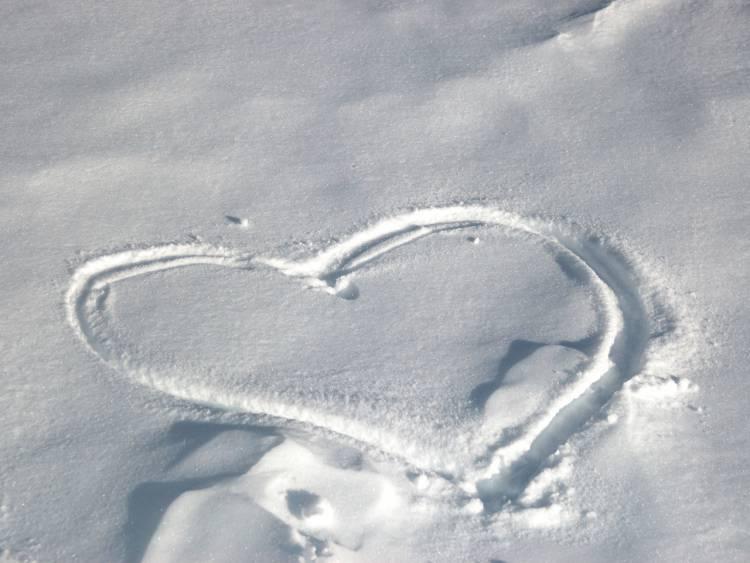 heart_in_the_snow_zastavki_com_13170_10